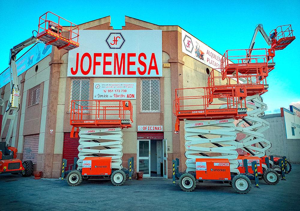 Brazos y tijeras Snorkel en las instalaciones de JOFEMESA listas para su alquiler